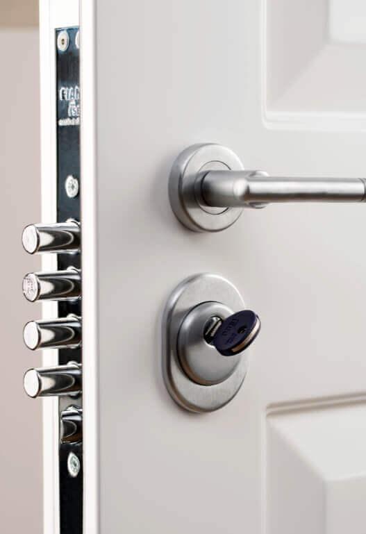 Защитна система на блиндирана врата